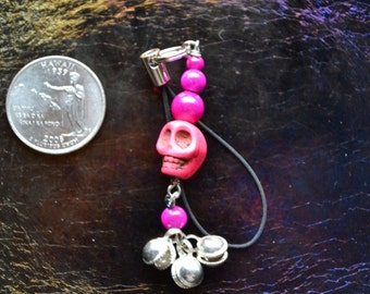 SCREAMING PINK INSANITY.   Cellphone charm, great for USBs, MP3s, anything with a loop.