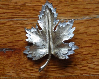 Sarah Coventry Maple Leaf Pin / Brooch