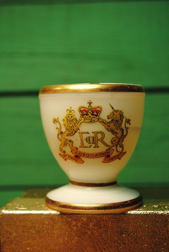 Queen Elizabeth  EGG CUPS set of two very rare and very charming 60 years old easter display soft boiled eggs