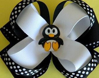 BLACK and WHITE PENGUIN Hair Bow. Penguin Hair bow for girls. Hair Accessories. Girls Hair Bow. Hair bow. Accesories for girls.