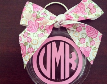Personalized Bow Keychain. Circle Monogram