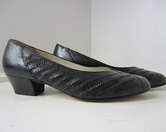80s Black Leather Pumps by Lady Gabor, US 7 EUR 37,5 UK 4,5 // Vintage Low Heel Court Shoes
