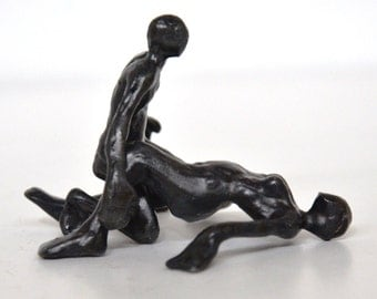 Bronze sculpture passionate couple