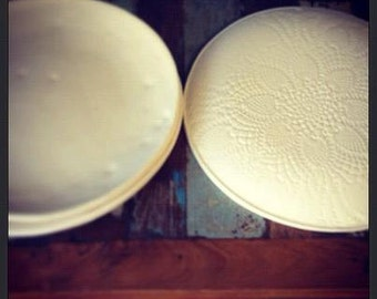"""White lace bottomed ceramic coupe dinner plate 10"""""""