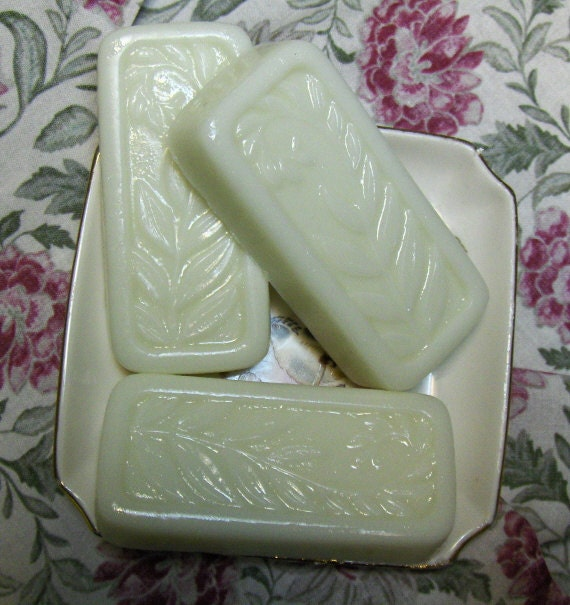 Luxurious Bar of  Natural Olive oil, Aloe, Buttermilk Natural Glycerin Frond Soap