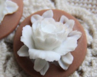 12 Pcs of Resin flower cabochon 18mm-RC0135-13- whtie on brown
