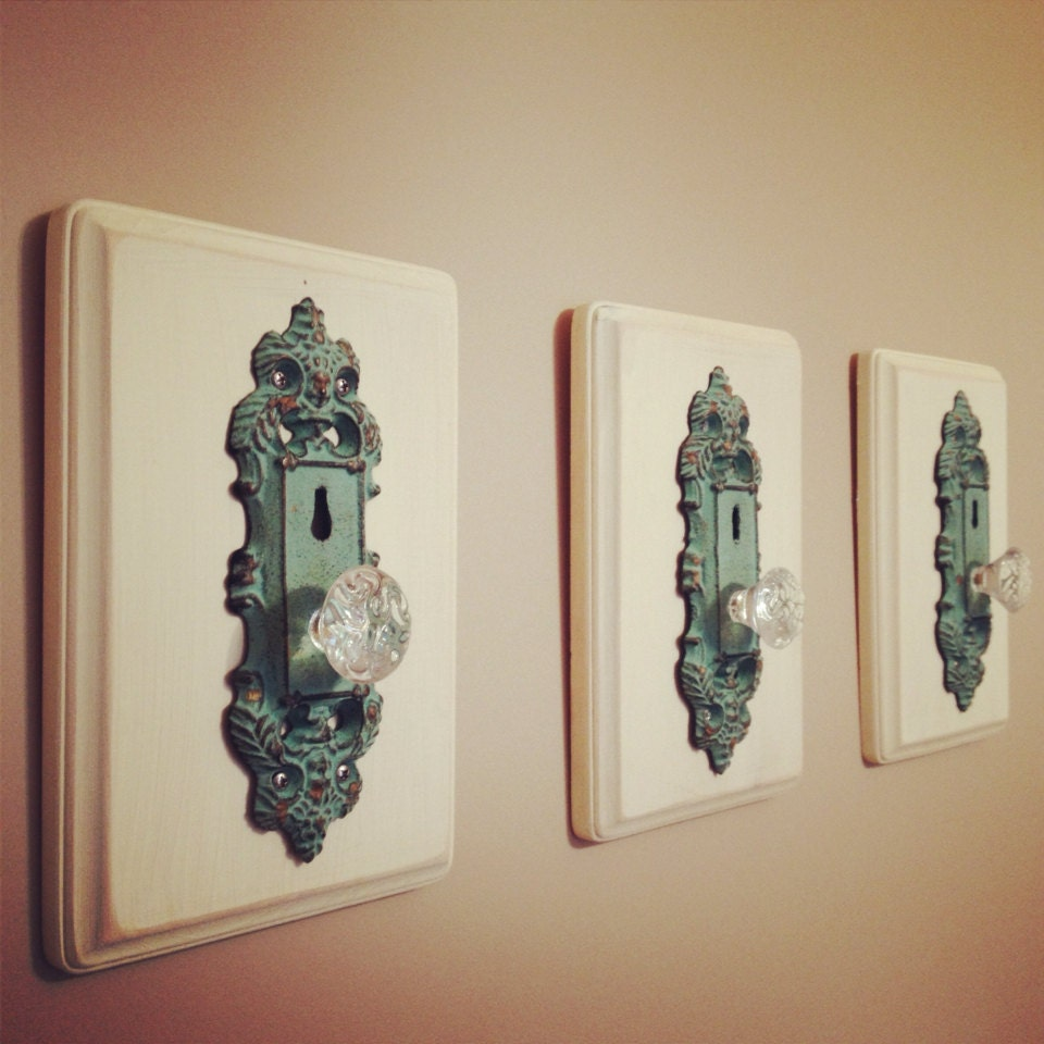 Decorative antique door knob home decor rack set of three for Antique door decoration