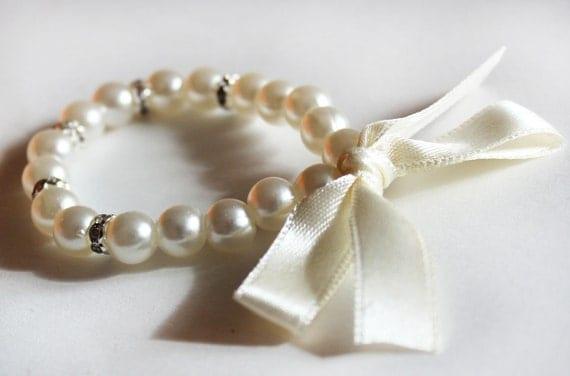 Childrens bracelet flower girl bracelet flower girl gift kids pearl bracelet wedding jewelry flower girl jewelry junior bridesmaid gift