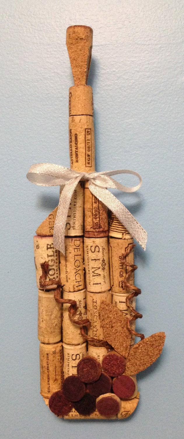 Wine bottle wall hanging made from recycled corks for Things made from wine bottles
