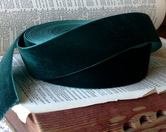 lush emerald green velvet ribbon