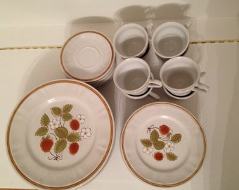 Hearthside Americana Stoneware Strawberries 'n Cream Set of 8