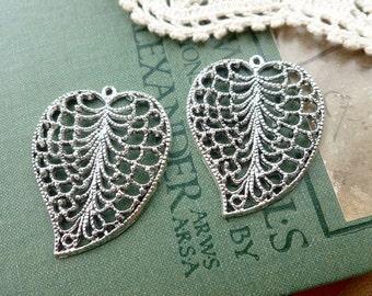 2x Filigree Leaf Charm, Antique Silver Necklace Pendants P106