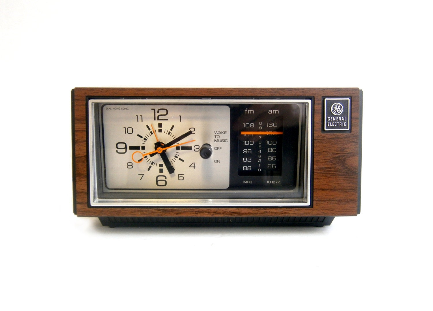 general electric alarm clock radio wood grain mid century. Black Bedroom Furniture Sets. Home Design Ideas