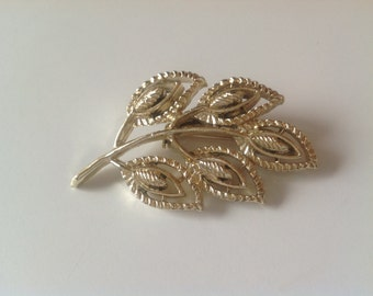 Gold Style Vintage Leaf Brooch
