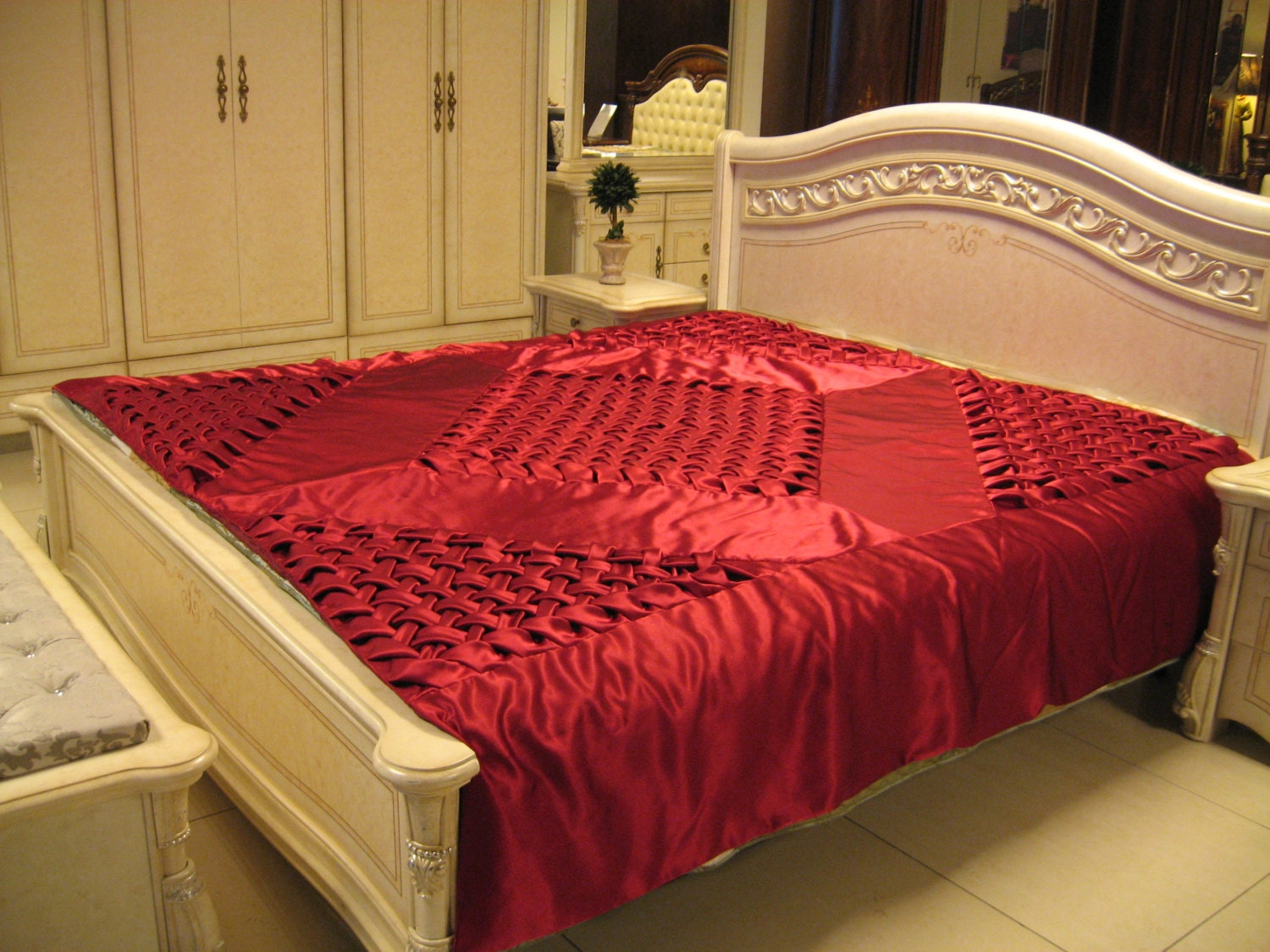 queen bedspread handmade smocked red burgundy. Black Bedroom Furniture Sets. Home Design Ideas