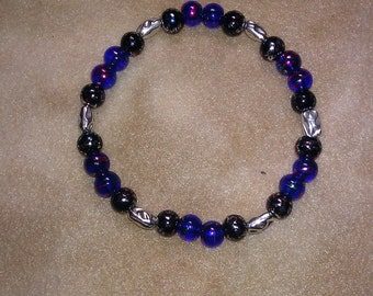 Blue and black beaded stretchy bracelet, 8 inches