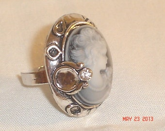 Adjustable cameo style ring with blue and white lady and silver toned embellishments