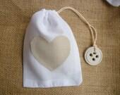 10pz Sacchetto lino per confetti con applicazione, ciondolo e coulisse