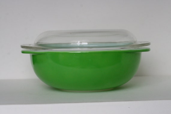 """Bright Green """"Jetson"""" Pyrex Covered Casserole Dish"""