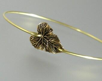 Gold Heart Leaf Bangle Bracelet, Gold Bangle Bracelet, Gold Botanical Bracelet, Bridesmaid Gift Ideas (226G,)