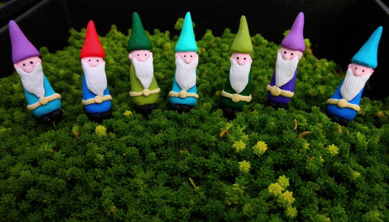 Gnome In Garden: Fairy Garden Mini Gnome Miniature Terrarium Accessories