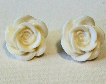 Snow White Shiny Blooming Rose Pierced Earrings