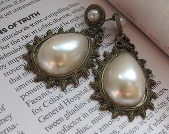 Vintage style pear shape imitation faux pearl statement earrings bronze and white pearl bold and elegant