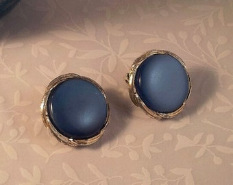 Blue Moonglow Thermoset Button Clip-on Earrings