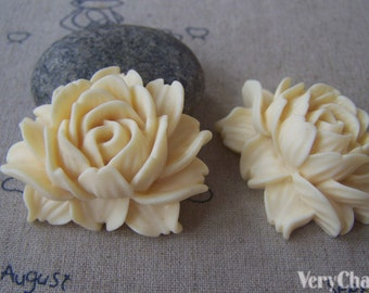 6 pcs of Resin Light Yellow Lotus Flower Cameo 34x42mm A4644