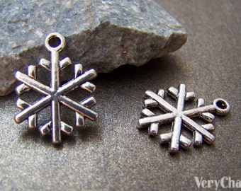 10 pcs Antique Silver Filigree Snowflake Charms 15mm A1032