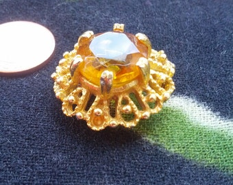 Goldtone Brooch / Pendant with amber coloured faceted glass