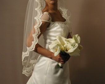 "1 layer fingertip 42"" Mantilla wedding veil. Mantilla lace veil - Mantilla bridal veil."