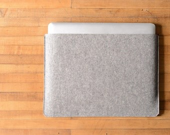 Simple MacBook Pro Sleeve - Grey Felt - Long Side Opening