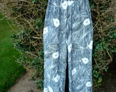 Vintage 1970s Ship 'n Shore Black and White High Waisted Flowy Print Nylon Pants - Small