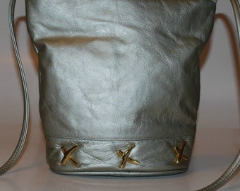 Vintage Leather Shoulder Purse/Bag Silver Matallic w/ Gold Trim Hardwear/Med