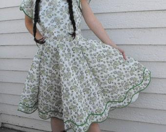 Square Dance Dancing White Eyelet Print Full Skirt Vintage 60s Dress M