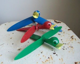 Trio vintage spinning toy ducks carnival prize toys whirly bird whirly gig ducks spinning wings 1950s