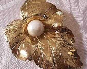 Pearl Leaf Pin Brooch Gold Tone Vintage Sarah Coventry Extra Large Fine Rib Lines
