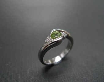 Diamond Engagement Ring with Peridot in 14K White Gold, Peridot Ring, Peridot Jewelry, Peridot Engagement Ring, Diamond Ring, Wedding Band