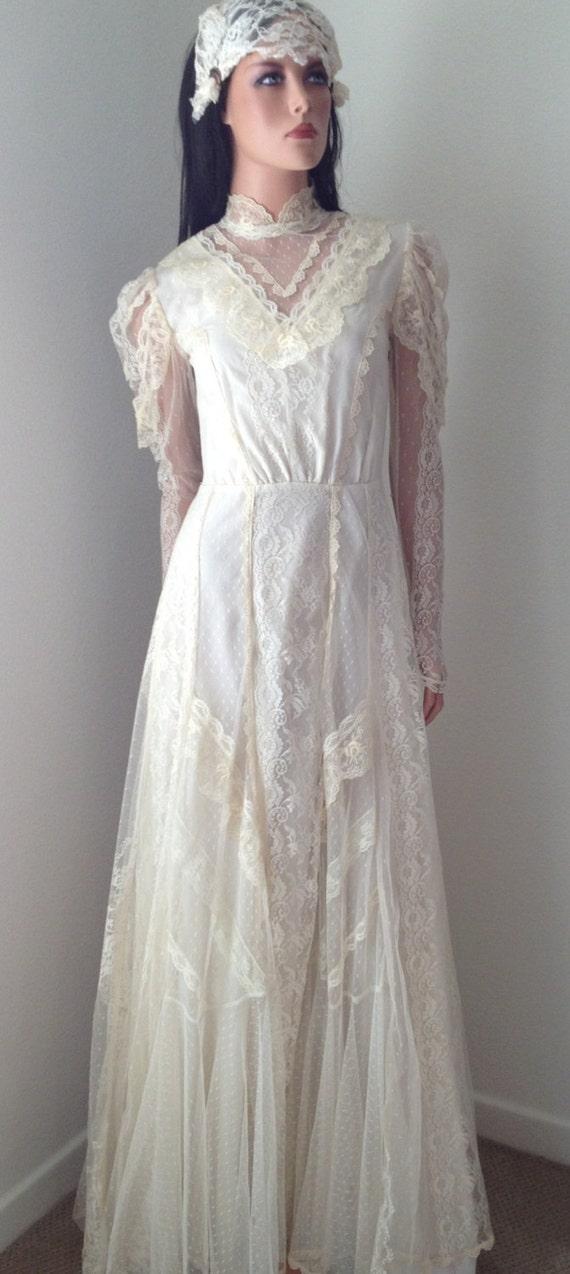 Vintage wedding dress stunning victorian lace wedding gown for Vintage victorian wedding dresses
