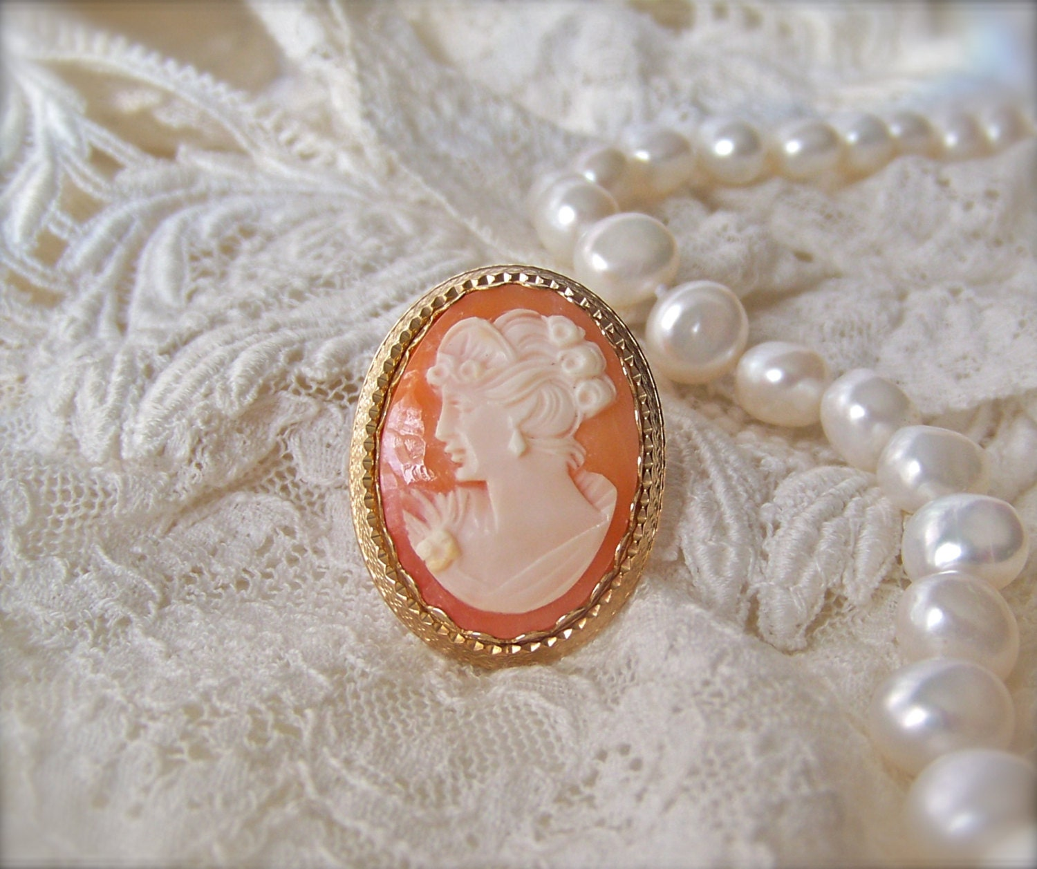antique cameo brooch pendant 14kgf carved by