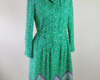 1970s Green Floral Shirt Dress Pintucks Belt Daisy Womens Size Medium
