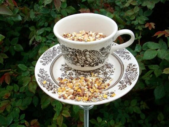Tea cup bird feeder garden yard art bird by carlaraevintage for Garden art from old dishes