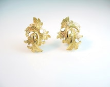 Crown Trifari Earrings. Leaf Jewelry. Entwined Leaves. Florentine Gold Tone Clip Ons. Vintage 1960s Jewelry