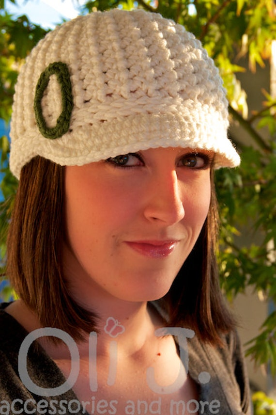 Women's College-Themed Brimmed Beanie - White w/ Green