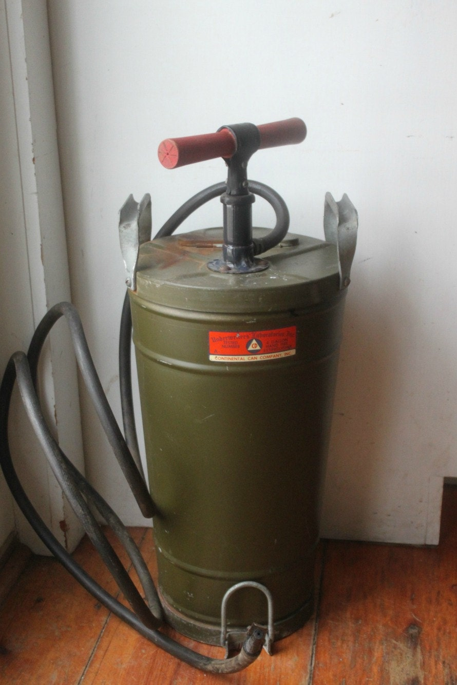 Vintage Underwriters Laboratories 4 Gallon Hand Pump Fire