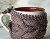 Cabled Cup Cozy, Coffee Cozy in Tan Colour, Soft knit, Mug Coffee Cozy, Tea Cozy, Mothers Day Gift, Gift for Her, Gift for Him - Bergerette