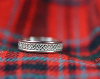 Narrow Celtic Circle Knot Band