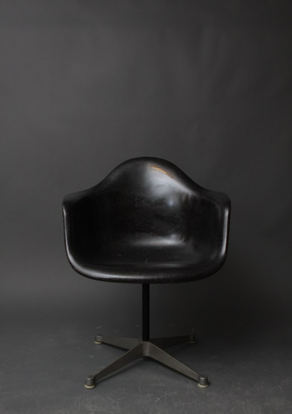 vintage herman miller eames black fiberglass swivel shell. Black Bedroom Furniture Sets. Home Design Ideas