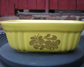 Vintage Sunny Yellow Casserole Dish by Pfaltzgraff. 1980s Bakeware. 80s Ovenware.